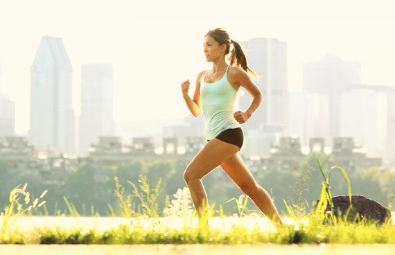 Fotolia nuotr./Bėgimas labiausiai stiprina kraujotakos ir širdies sistemą, žmogus ugdo savo ištvermę, deguonimi aprūpinamas visas organizmas.