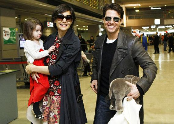 """""""Scanpix"""" nuotr./Katie Holmes ir Tomas Cruise Japonijoje, kur aktorius reklamuoja savo filmą """"Valkirija""""."""