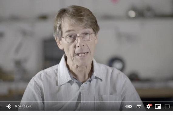 """Stop kadras iš """"YouTube"""" įrašo/Michaelas Yeadonas aiškina, kad jau didžioji visuomenės dalis gali būti įgijusi imunitetą COVID-19"""