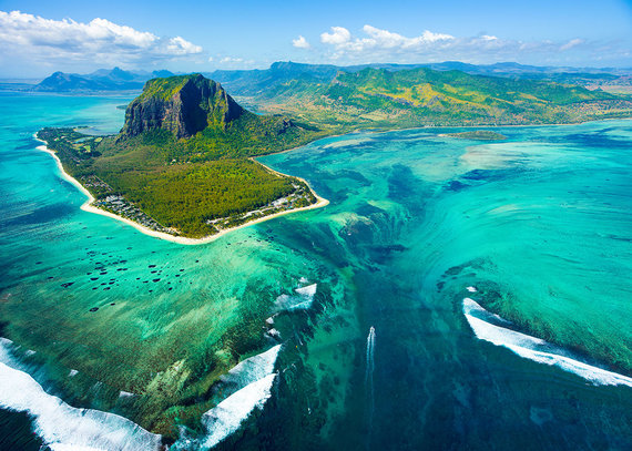 Shutterstock.com nuotr./Povandeninis krioklys, Mauricijus