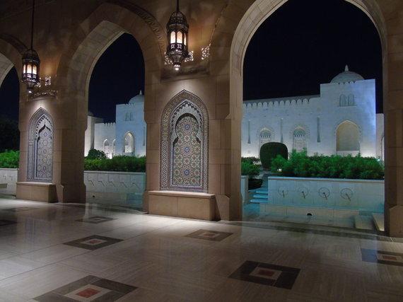 Asm.archyvo nuotr./Sultono Kabuso Didžioji mečetė. Maskatas
