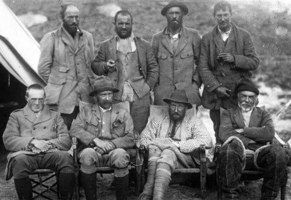 """""""Wikimedia Commons"""" nuotr./Ekspedicija į Everesta, 1921 m. George Mallory – pirmas iš kairės antroje eilėje"""