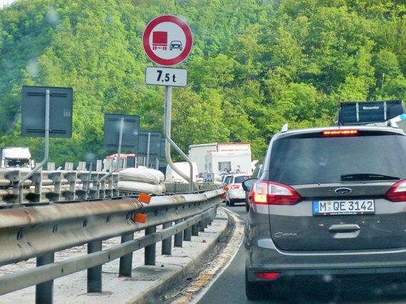 Atostogų pradžios grūstis Italijoje, prie kurios prisideda ir vokiečių automobiliai, Eglės Zicari nuotr.