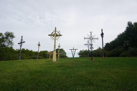 """""""Tikslas – Amerika"""" nuotr./Kryžių kalnas """"Dainavos"""" stovykloje Mičigane"""