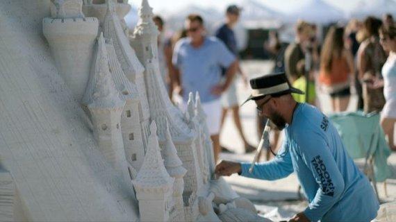 Asm.archyvo nuotr./Andrius Petkus smėlio skulptūrų festivalyje JAV