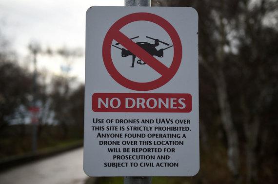 """AFP/""""Scanpix"""" nuotr./Draudimas skraidinti dronus prie oro uosto"""