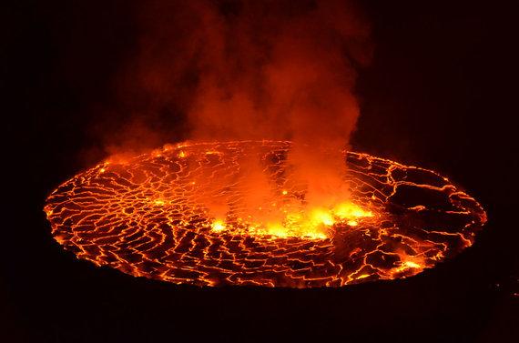 Ežeras Niragongo vulkano krateryje