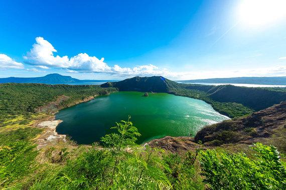 Shutterstock.com nuotr./Taalio ežeras ir ugnikalnis