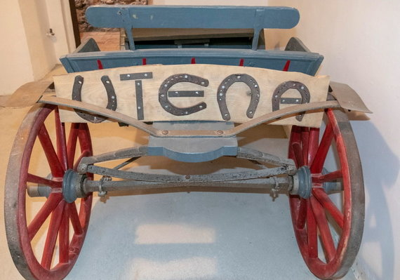 Kristinos Stalnionytės nuotr./Rūsyje esančiame muziejuje sudėti su pašto keliu susiję eksponatai