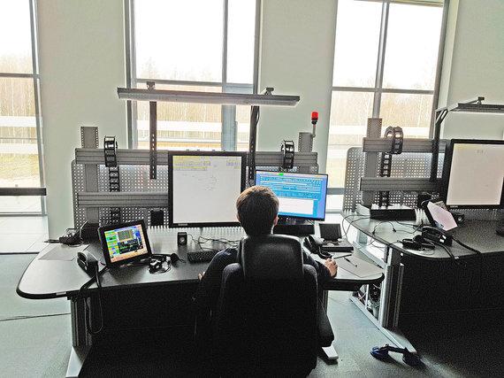 Adverum nuotr./Naujo Regiono skrydžių valdymo centro darbo vieta