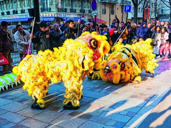 Shutterstock nuotr./Šventinis pasirodymas kinų kvartale