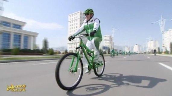 Valstybinės televizijos stop kadras/Prezidentas Gurbangulis Berdimuhamedovas
