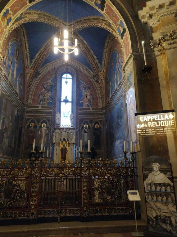 G.Rutkauskaitės nuotr./Šv. Stanislovo koplyčia yra kairėje Šv. Antano relikvijų koplyčios pusėje, kurią freskomis ištapė lenkų dailininkas Tadeusz Popiel