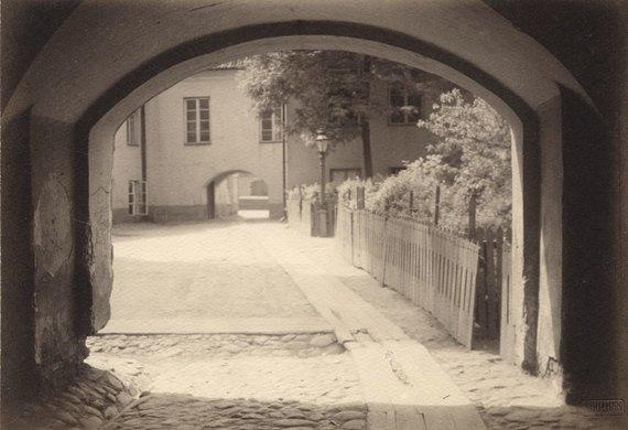 Janas Brunonas Bulhakas. Kiemas Pilies gatvėje. 1915 m. Lietuvos nacionalinis dailės muziejus