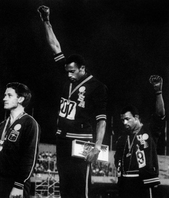 Tommie Smithas ir Johnas Carlosas olimpiadoje Meksikoje