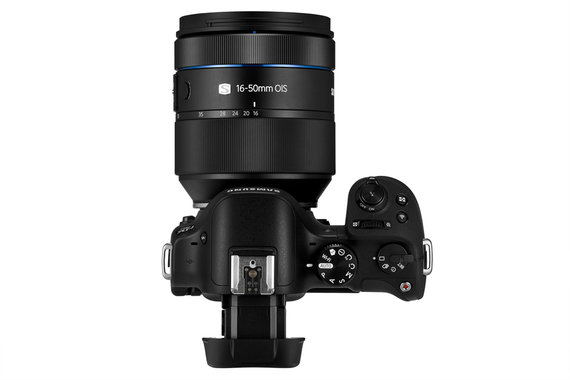 """""""Samsung"""" nuotr./NX30 and 16-50mm"""