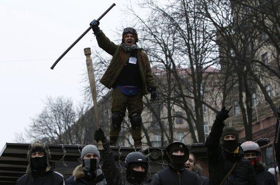 """""""Reuters""""/""""Scanpix"""" nuotr./Maidano gynybos būriai Kijeve"""
