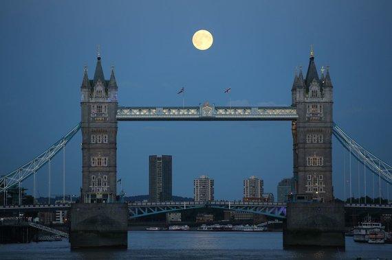 """Scanpix"" nuotr./Mėnulis Londone"