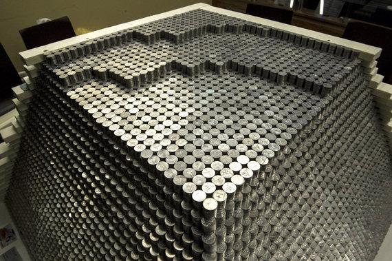 Alfredo Pliadžio nuotr./Piramidė iš milijono monetų