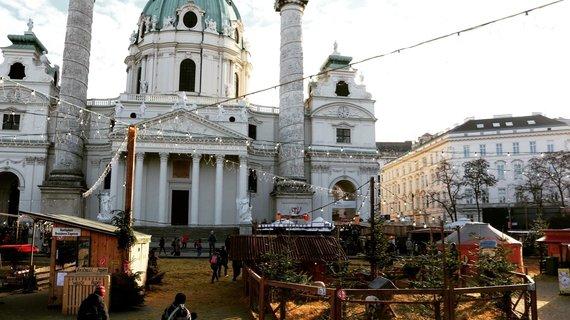 Indrės Bungardaitės/15min nuotr./Kalėdų mugė prie Šv.Karolio bažnyčios