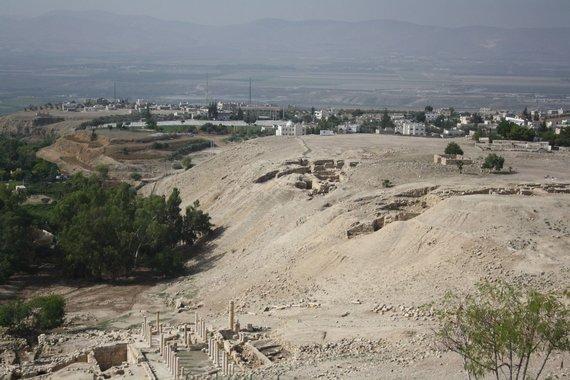 Vaido Mikaičio nuotr./Jordanijos smėlynuose netoli Irbido miesto