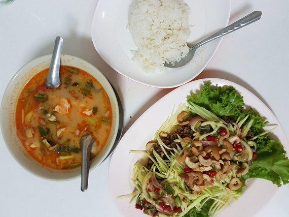 Asm.archyvo nuotr./Tom Yam sriuba ir aštrios mango salotos su gruzdintu šamu – vieni mėgstamiausių Tomo patiekalų