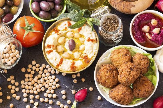 Shutterstock.com nuotr./Humusas ir falafeliai