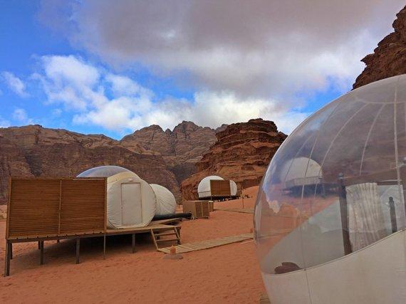Asm.archyvo nuotr./Prabangi stovyklavietė Wadi Rum dykumoje