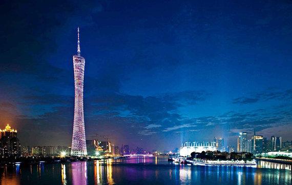 V.Mikaičio nuotr./Guangdžou bokštas naktį