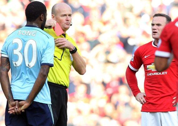 """AFP/""""Scanpix"""" nuotr./Wayne'as Rooney gavo raudoną kortelę"""