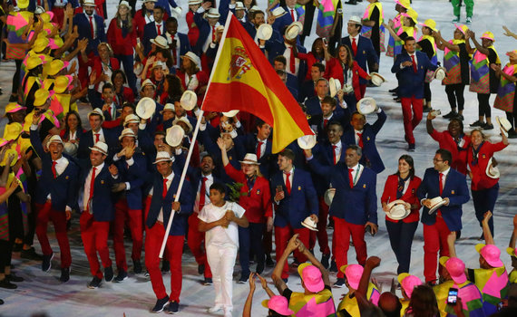 """AFP/""""Scanpix"""" nuotr./Rafaelis Nadalis ir Ispanijos sportininkai"""