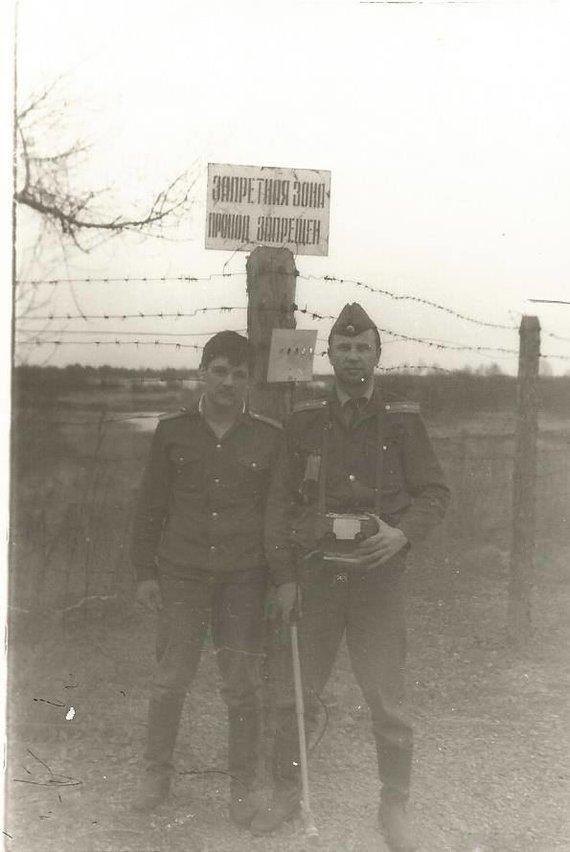 A.Zarovskio asmeninio archyvo nuotr./A.Zarovskis (dešinėje) tarnyboje
