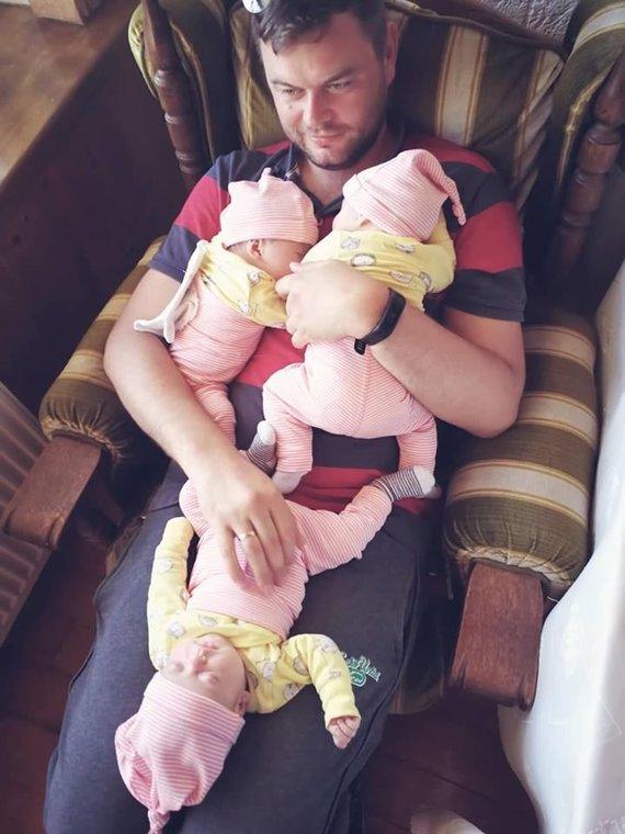 Asmeninio archyvo nuotr. /Mėja, Juna, Elija su tėčiu