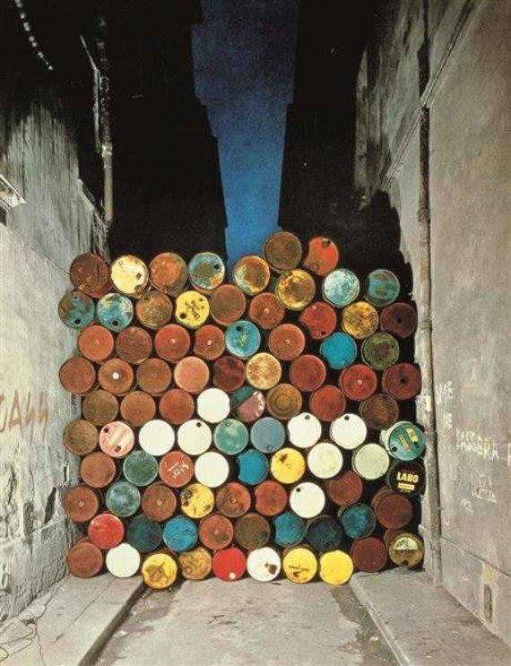 """Wikiart nuotr./Christo ir Jeanne-Claude """"Geležinė uždanga"""""""