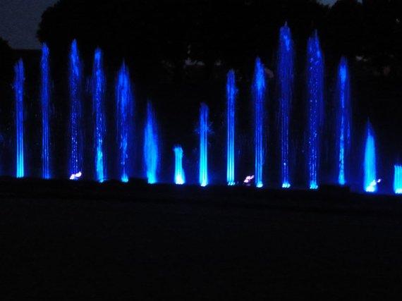 L. Sėlenienės nuotr. /Spalvingiausias Jūros šventės renginys - naktinių fontanų šokis
