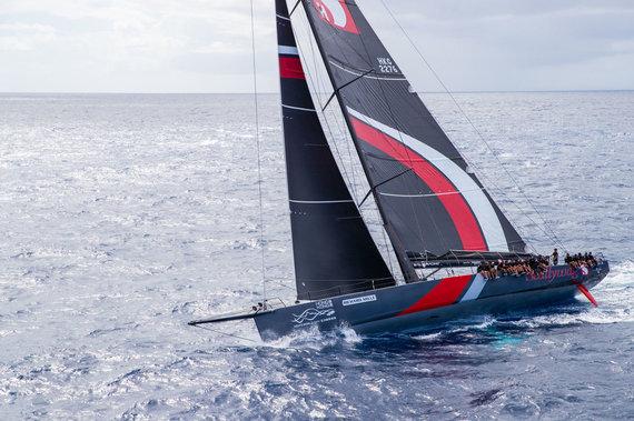 """Christophe Jouany nuotr./""""SHK Scallywag"""" jachta – """"Ambersail 2"""" konkurentai, pirmą dieną """"Les Voiles de St. Barth"""" regatoje užėmę antrąją vietą"""