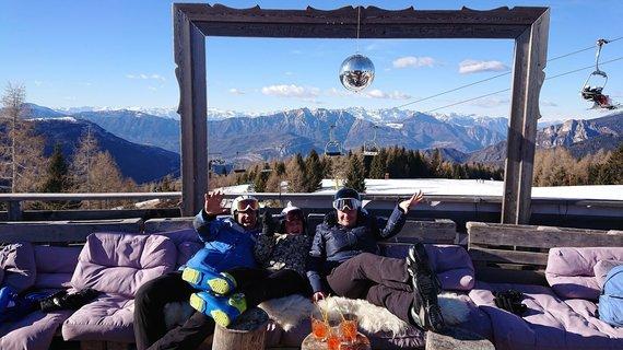 """Kelionių organizatoriaus """"GRŪDA"""" nuotr./Ieva Bogvilė su šeima slidinėjimo kelionėje, Alpe Cimbra kurorte, Italijoje"""