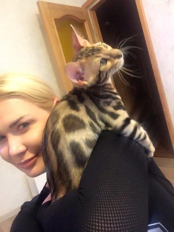 Asmeninio albumo nuotr./Natalija Bunkė su nauju augintiniu Maiklu