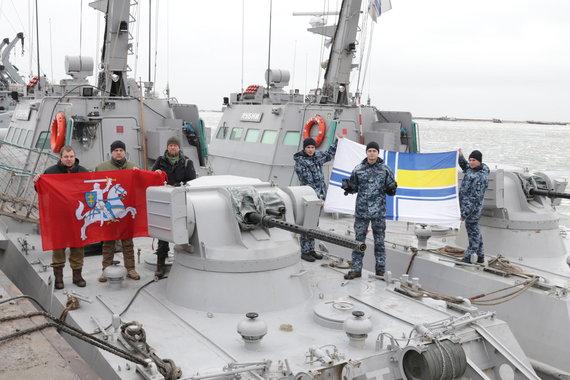 Jono Ohmano nuotr./Jonas Ohmanas su Ukrainos karinio jūrų laivyno kariais