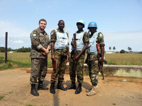 Asmeninė nuotrauka/VST kapitonas M.Taraškevičius moko Liberijos policijos pareigūnus.