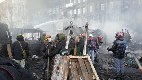 Dovydo Pancerovo nuotr./Priešakinės barikados Hruševskio gatvėje