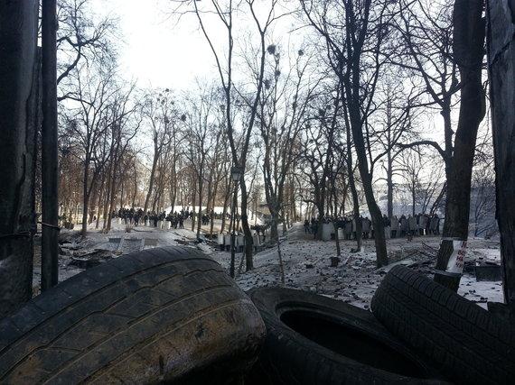 """Dovydo Pancerovo nuotr./""""Berkut"""" pozicijos ant kalvos šalia Hruševskio gatvės"""