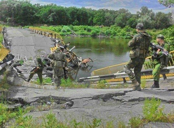 92-osios brigados nuotr./Ukrainos armijos 92-osios mechanizuotos brigados žvalgai priešo teritorijoje netoli Stanica Luhanska miestelio