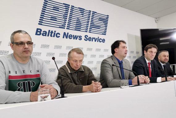 Valdo Kopūsto / 15min nuotr./Spaudos konferencija apie transporto darbuotojų išnaudojimo istorijas