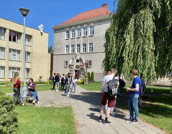 Valdo Kopūsto / 15min nuotr./Abiturientai po anglų kalbos egzamino