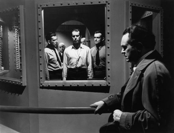 """""""Pasakos"""" nuotr./Film noir etalonu laikoma Billio Wilderio juosta """"Dviguba kompensacija"""" (Double Indemnity,1944)."""
