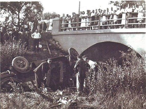 """Nuotr. iš knygos """"Lietuvos kelių policijai 80 metų""""/Gaisrinės viršininko pavaduotojas žuvo autoavarijoje, XXa. 4 deš."""