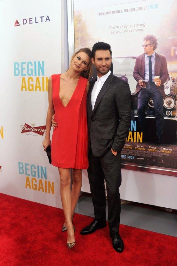 """""""Scanpix"""" nuotr./Dainininkas Adamas Levine su žmona modeliu Behati Prinsloo"""