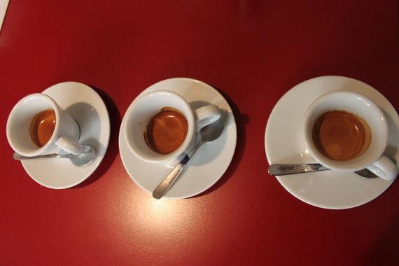Partnerio nuotr./Trys skirtingų kavos pupelių mišinių kavos - tvirta puta, subalansuotas skonis, išskirtiniai poskoniai
