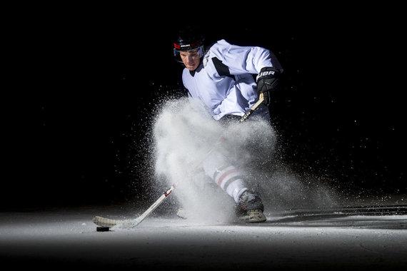 nuotr. Augusto Četkausko/Trečia geriausia rugsėjo sporto nuotrauka Lietuvoje – Roko Bazio manevras ant ledo